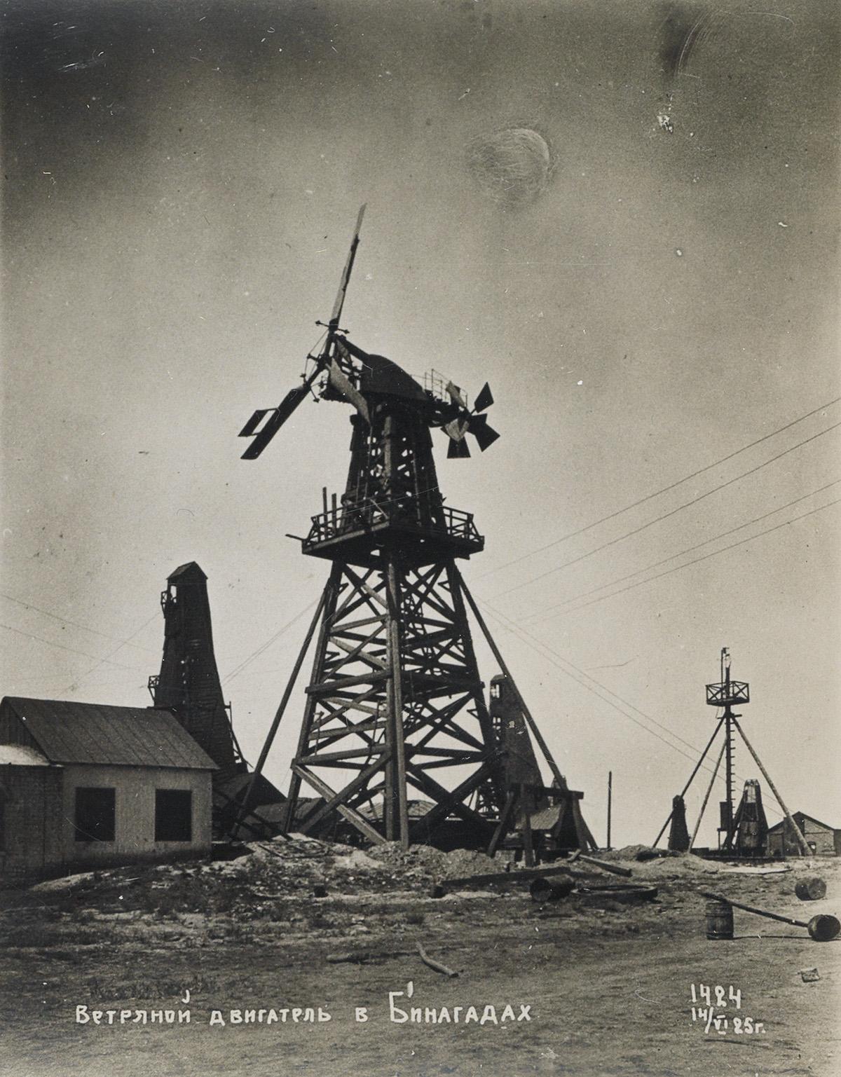 (AZERBAIJAN--BAKU-OIL-FIELDS)-A-fascinating-and-important-al