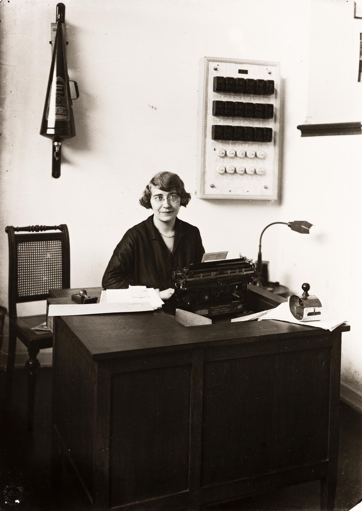 AUGUST SANDER (1876-1964)/GUNTHER SANDER (1907-1987) Shorthand-typist at a Savings Bank, Köln.