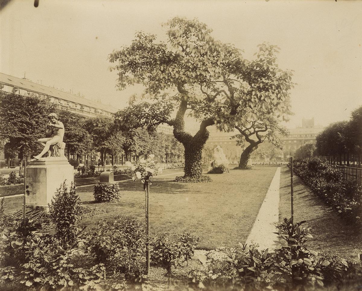 EUGÈNE-ATGET-(1857-1927)-Palais-Royal-(Paris)
