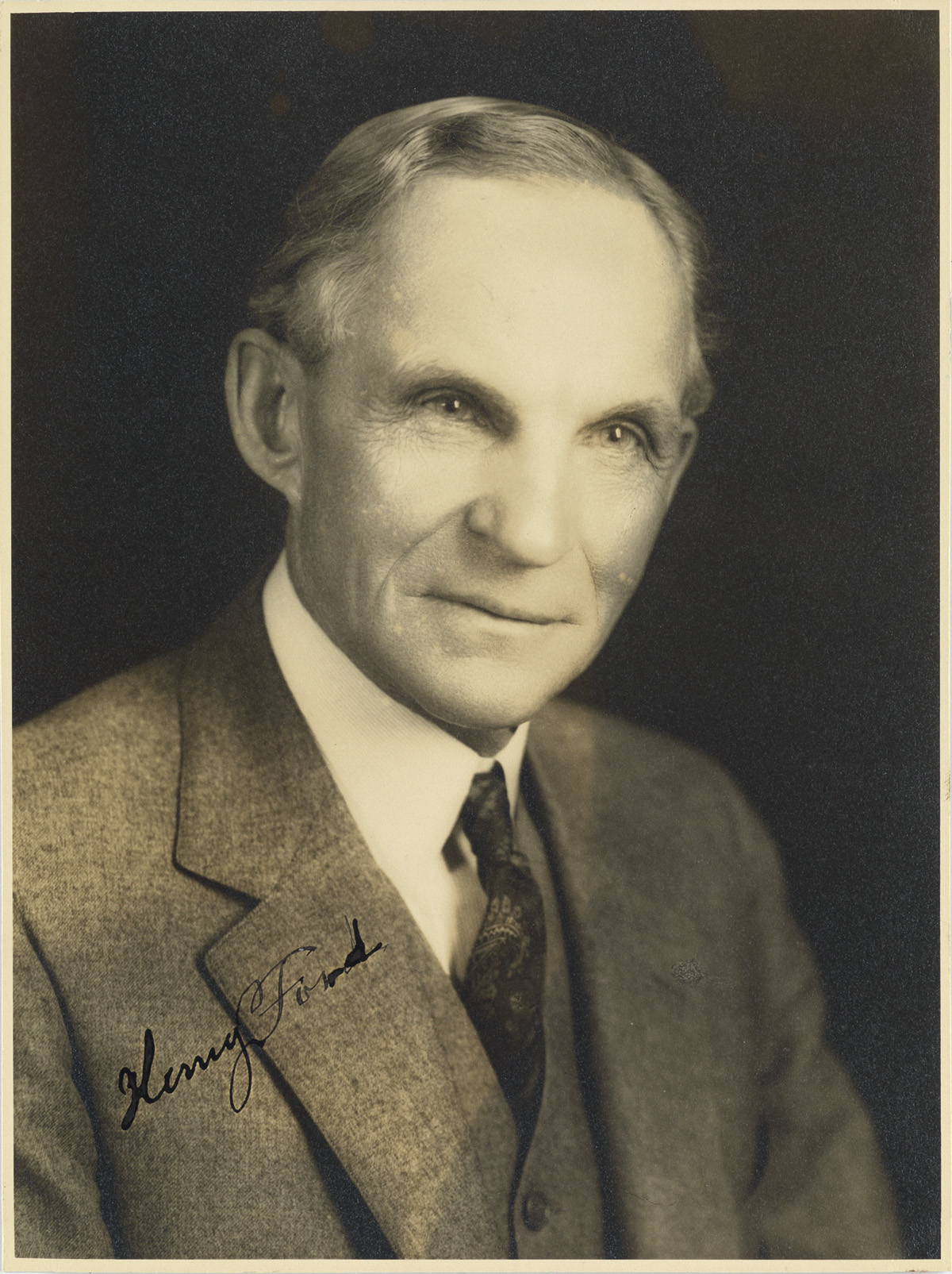 (BUSINESS)-FORD-HENRY-Photograph-Signed-bust-portrait-showin