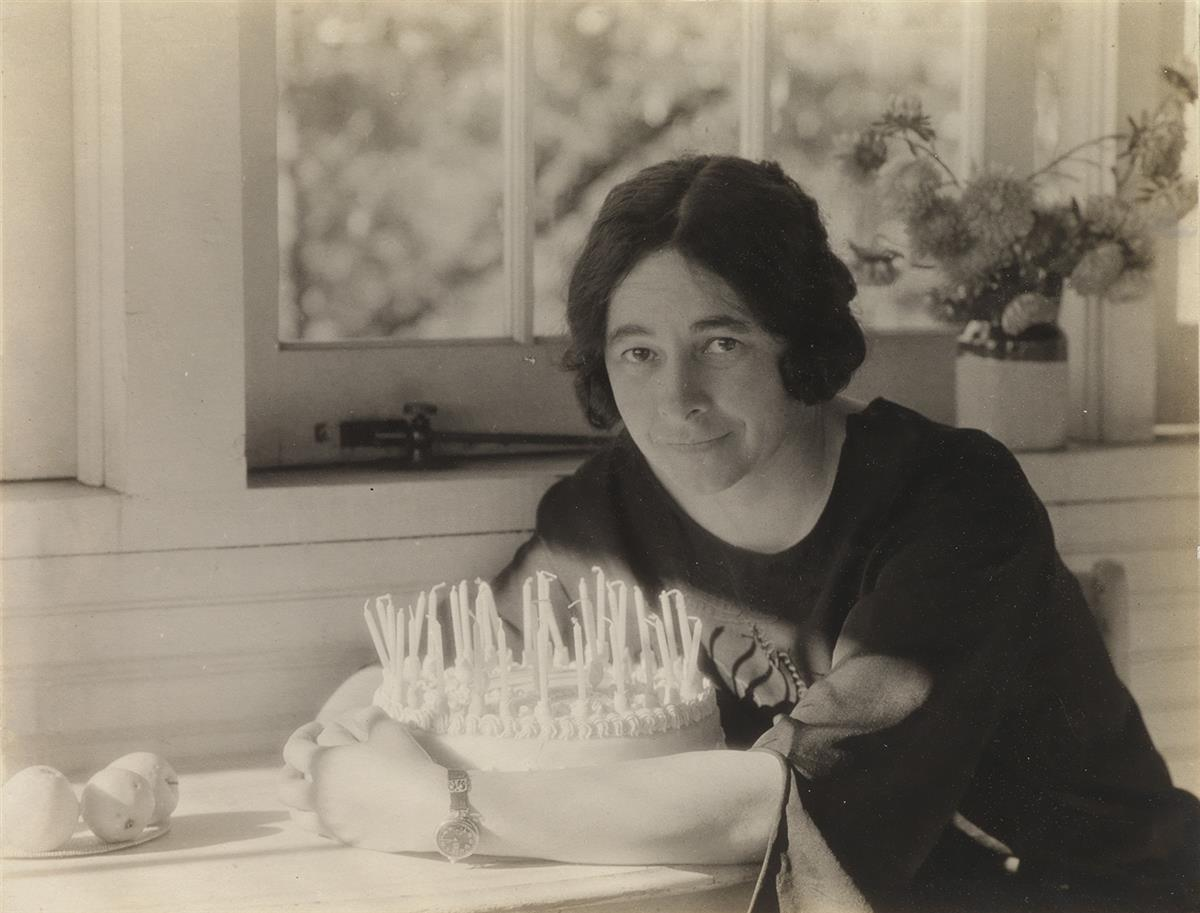 ALFRED-STIEGLITZ-(1864-1946)-Ida-OKeeffe-and-her-brithday-ca