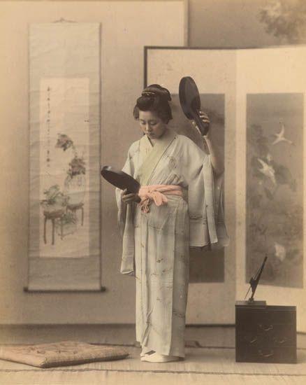 (JAPAN)-Beautiful-album-containing-50-views-including-geisha