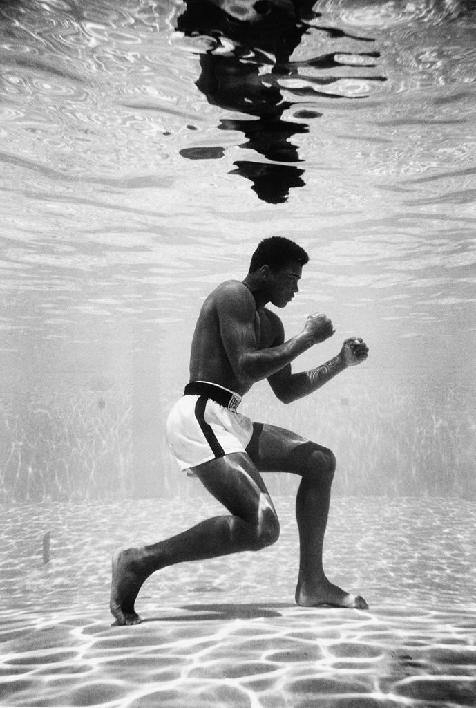 FLIP SCHULKE (1930-2008) Cassius Clay (Ali Underwater).
