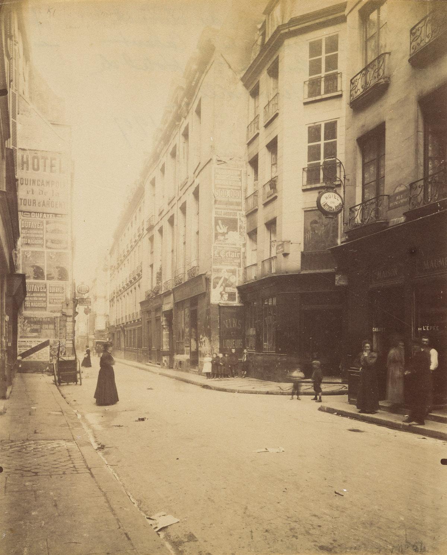 EUGÈNE ATGET (1857-1927) La Rue Quincampoix débouché de la Rue de Venise.