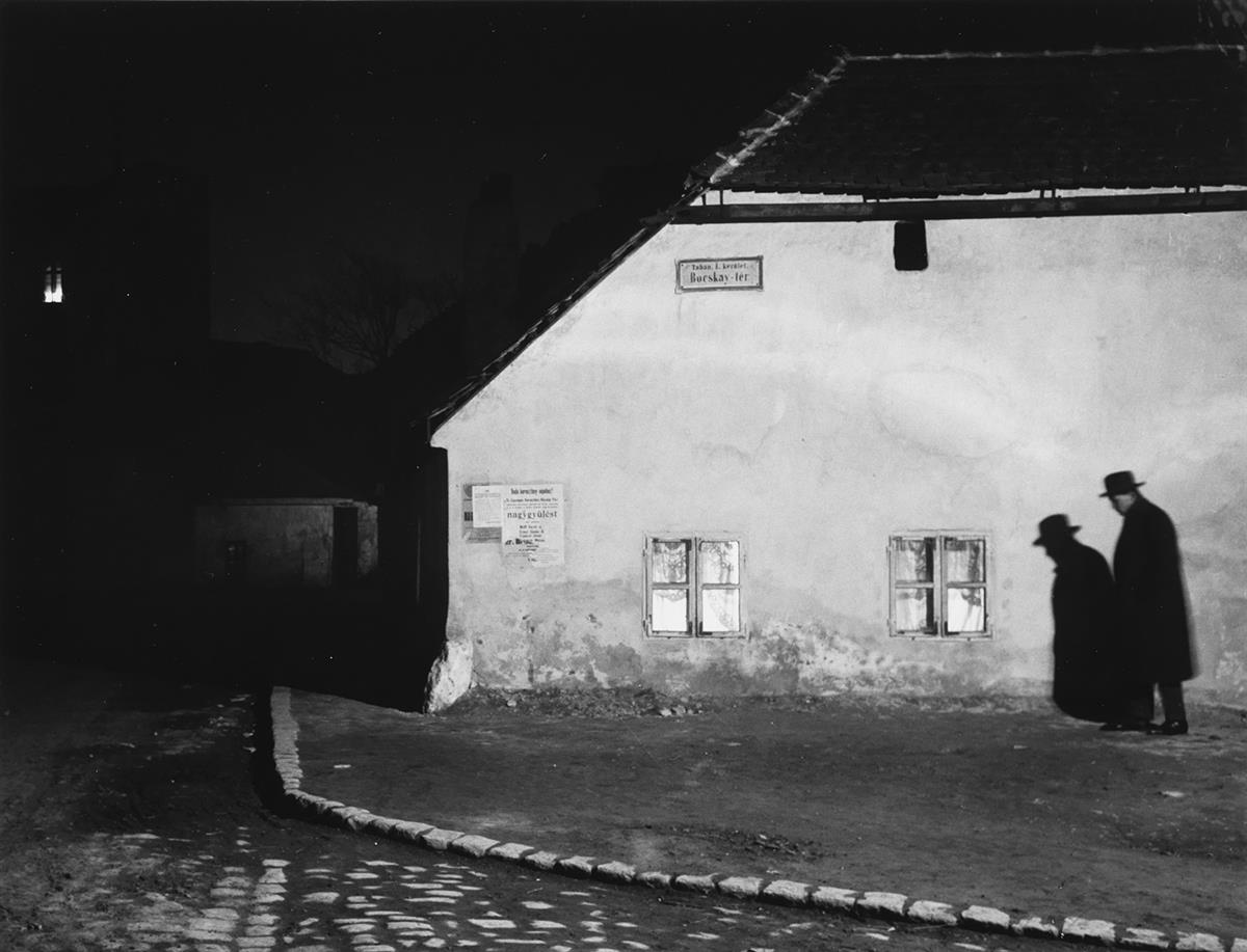 ANDRÉ-KERTÉSZ-(1894-1985)-Bocskay-tér-Budapest