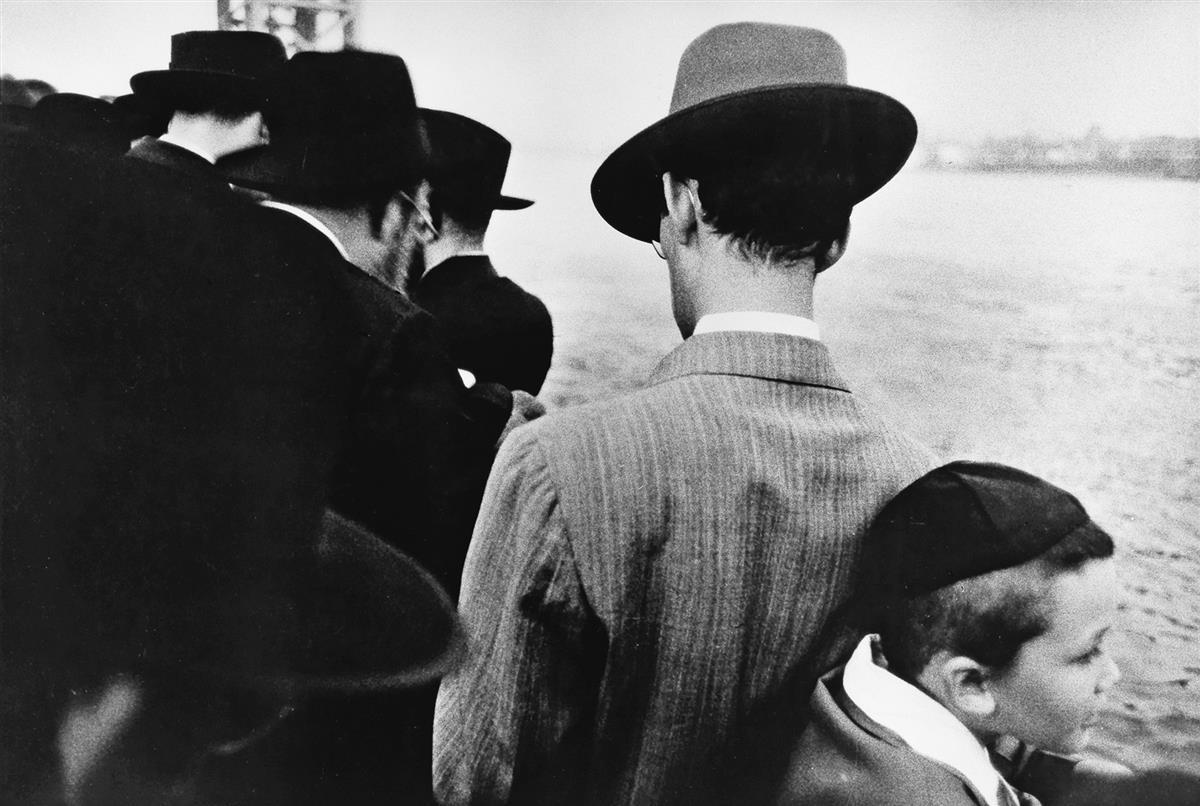 ROBERT-FRANK-(1924--)-Yom-Kippur-East-River-New-York-City