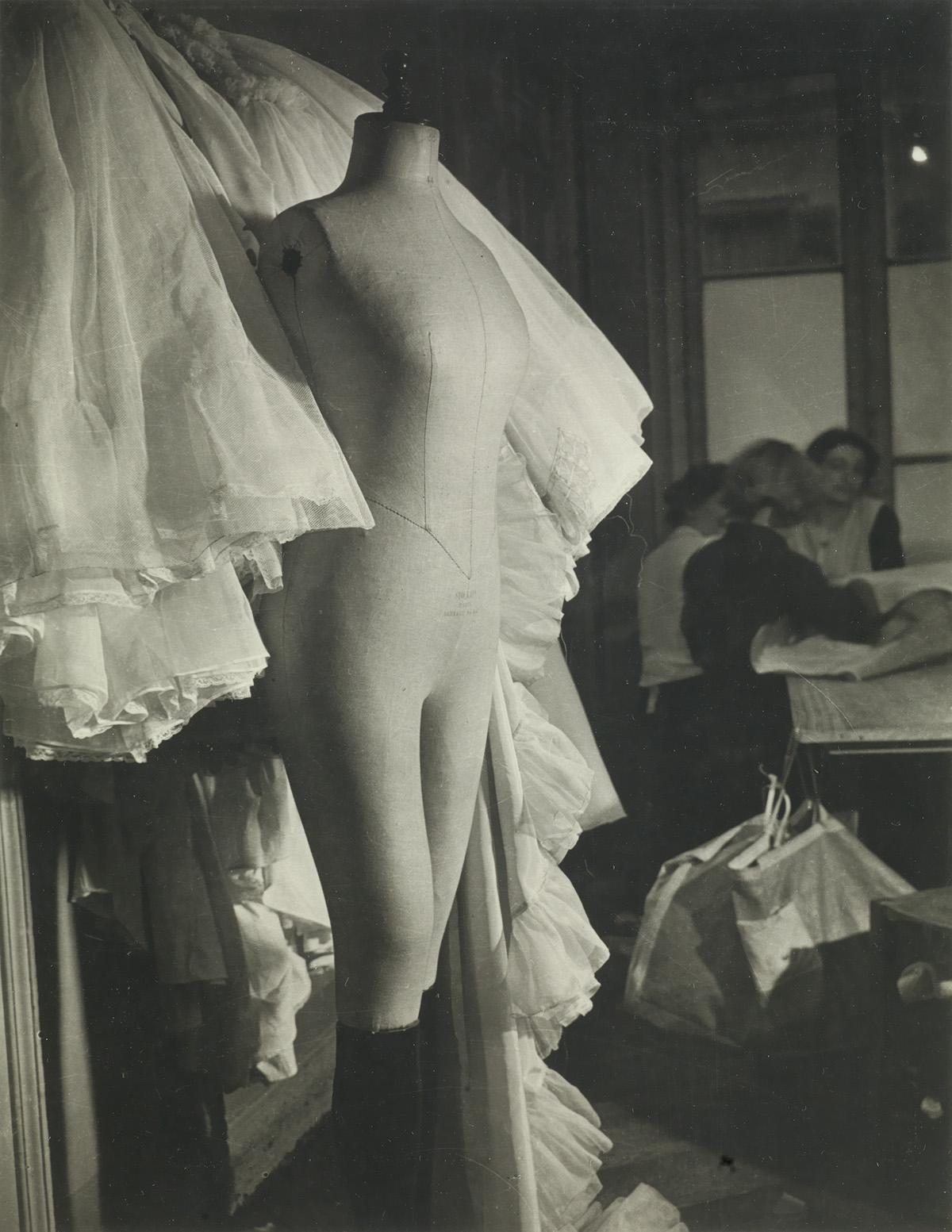 BRASSAÏ-(1899-1984)-Mannequin-and-workers-in-dress-shop-Pari