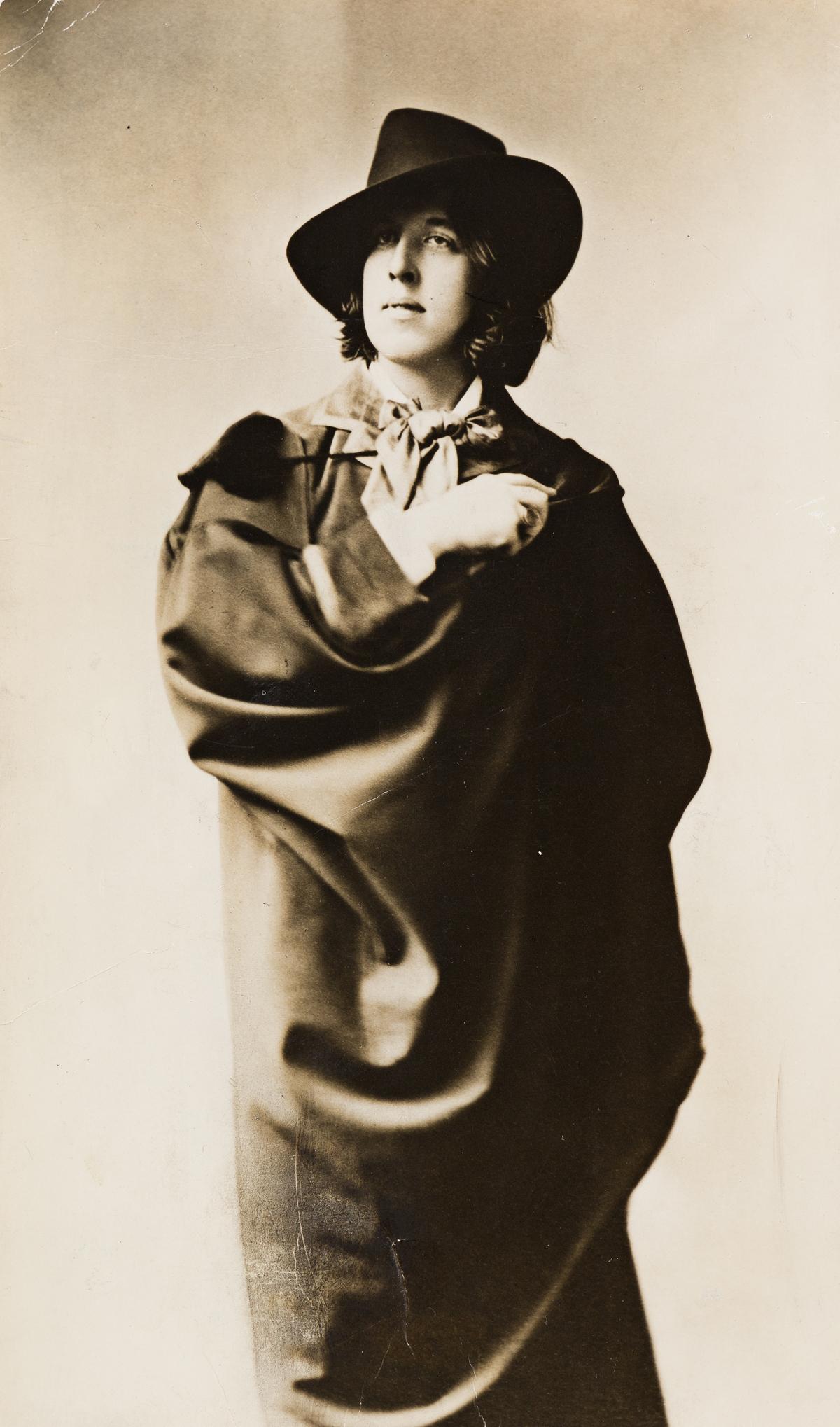 (NAPOLEON-SARONY)-(1821-1896)-Portrait-of-Oscar-Wilde-wearin