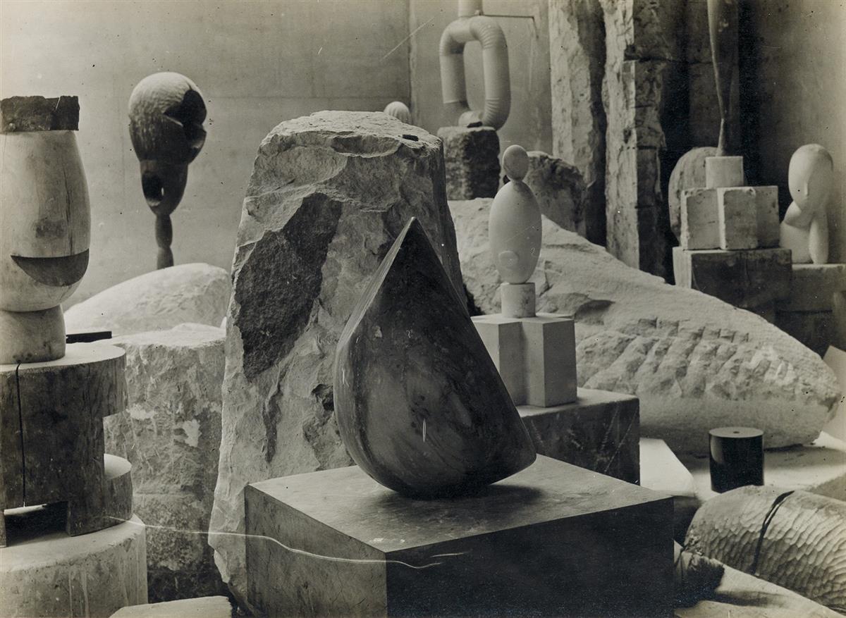 CONSTANTIN BRÂNCUSI (1876-1957) Vu datelier [The artists studio].