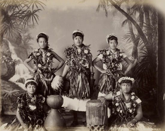 (HAWAII)-Splendid-album-containing-50-photographs-of-the-peo