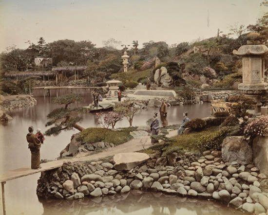 KIMBEI-KUSAKABE-(1841-1934)-Album-containing-50-delicately-h