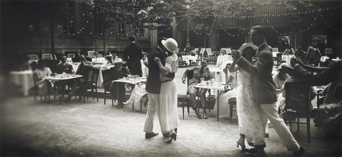 JACQUES-HENRI LARTIGUE (1894-1986) Dancing au Carlton Vichy, Août.