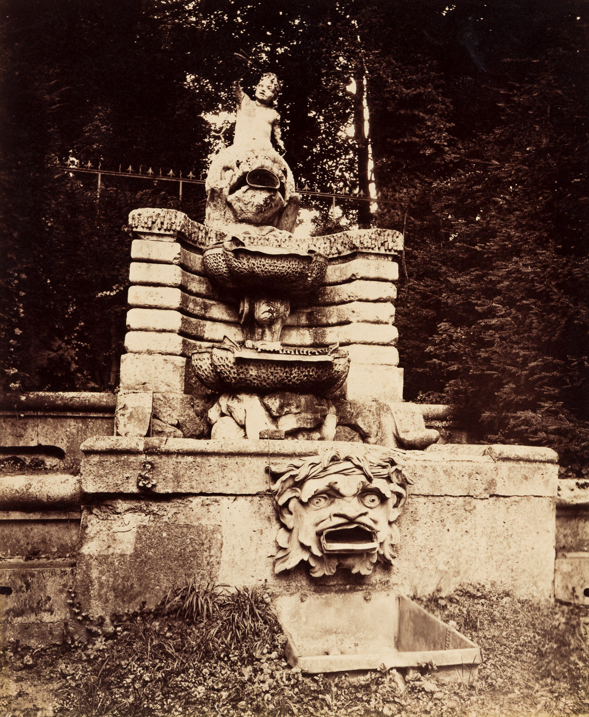 EUGÈNE ATGET (1857-1927) St. Cloud (cascade).