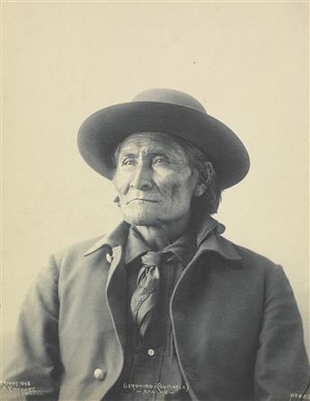 FRANK-A-RINEHART-(1861-1928)-Geronimo-(Guiyatle)-Apache--Thr