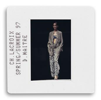 (FASHION)-Binder-containing-350-color-slides-portraying-catw