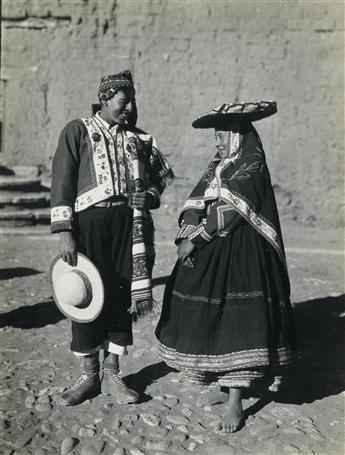 MARTIN CHAMBI (1891-1973) Presentation album entitled Peru, 1947. Congreso Panamericano de Arquitectos. With 104 photos, 22 by Chambi.