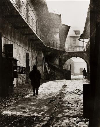ROMAN VISHNIAC (1897-1990) Entrance to the Old Ghetto, Kraków.