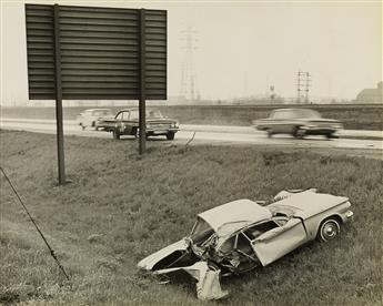 (AUTOMOTIVE-WRECKS)-Collection-of-32-photographs-showing-the
