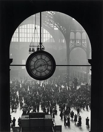 ALFRED EISENSTAEDT (1898-1995) Farewell of Servicemen, Clock at Pennsylvania Station, New York City.