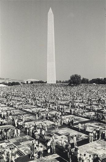 FRED W. MCDARRAH (1926-2007)  AIDS Quilt, Washington, D.C.