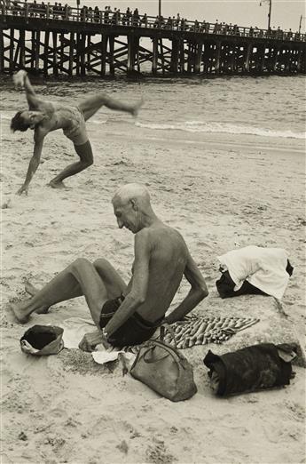 HELEN LEVITT (1913-2009) Coney Island (N.Y.).