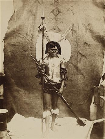MARC FERREZ (1843-1923) Costume des chefs indiens Capayó (Goyaz).