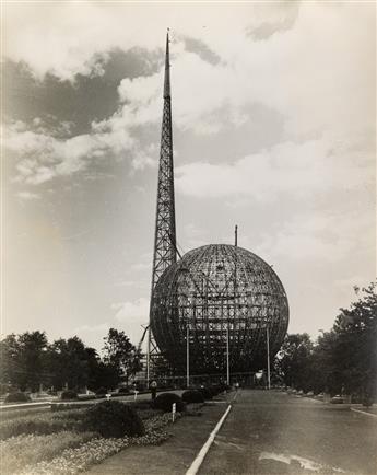(NEW YORK WORLDS FAIR) Presentation album entitled Photographs, New York Worlds Fair 1939, with 54 large-format